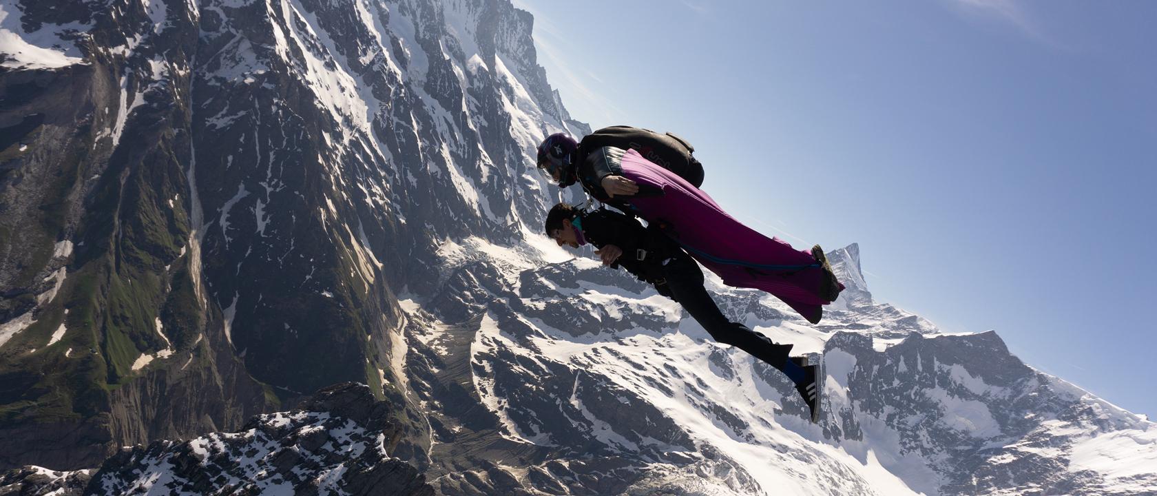 World Premiere: Wingsuit Tandem
